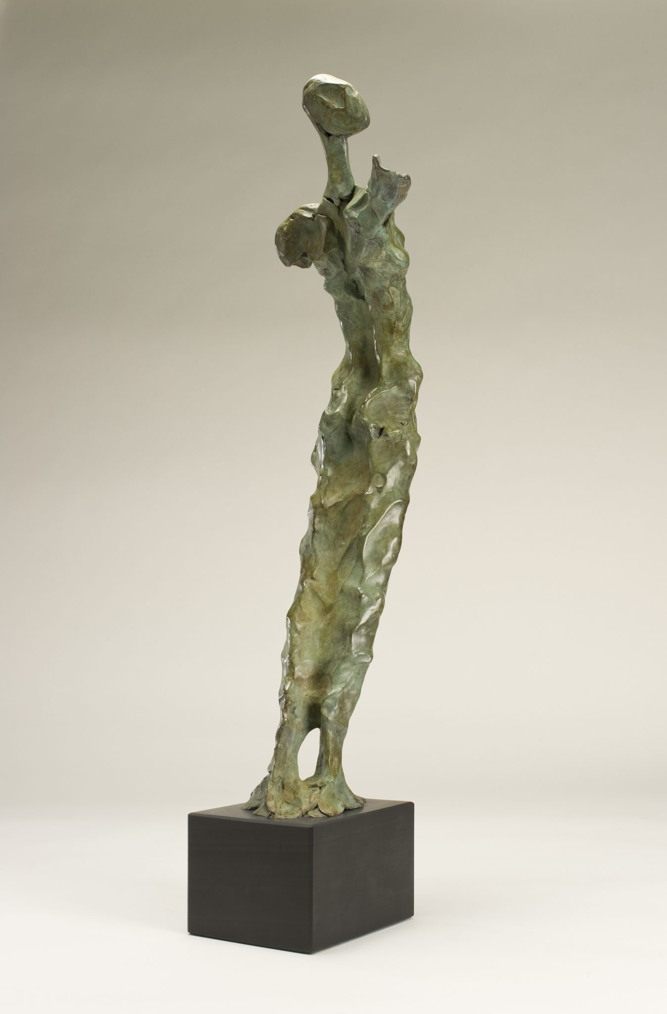 Arche Ossulaire. Bronze sculpture of figure